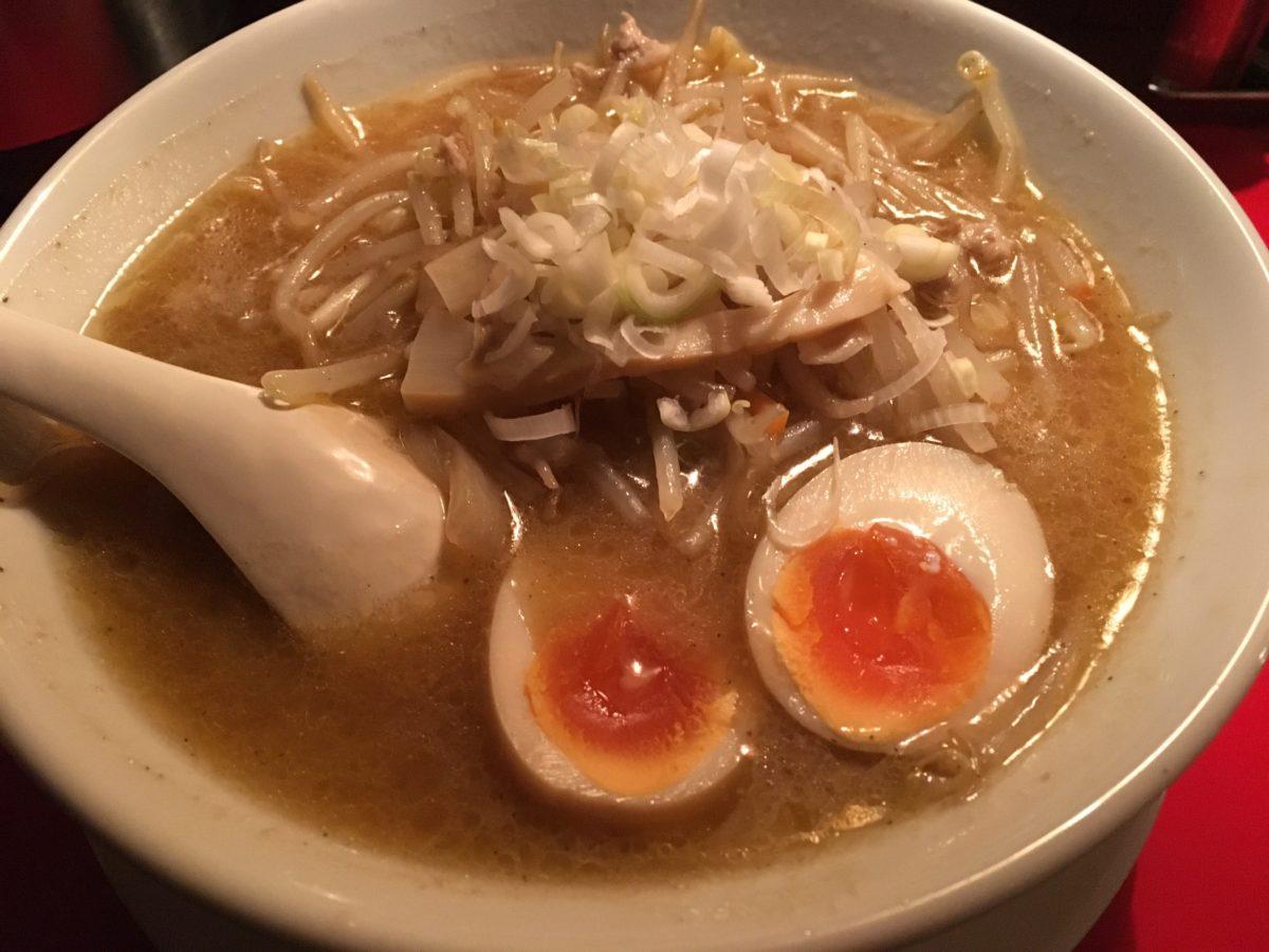 仙台の国分町にある麺八で札幌味噌味玉らーめん食ったど~♪